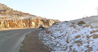 У Саудівській Аравії випав сніг, його присипав шар піску: дивовижне відео