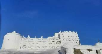 Снігова фортеця на вершині Чорногори: через відлигу у Карпатах можуть зійти лавини