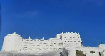 Снежная крепость на вершине Черногоры: из-за оттепели в Карпатах могут сойти лавины