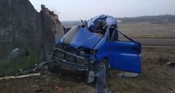 Смертельна ДТП під Одесою: водій в'їхав у бетонну стіну – фото