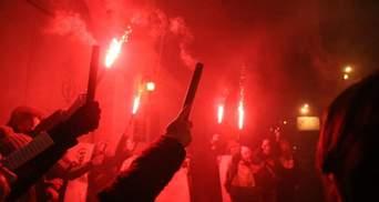 Вогняні протести: активісти під СІЗО в Одесі запалили фаєри – вражаючі фото та відео