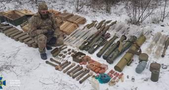 На Луганщині знайшли схованку диверсантів: там цілий арсенал зброї і вибухівки з Росії