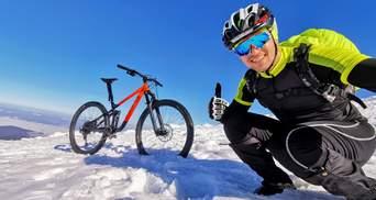 Українець піднявся на Говерлу взимку на велосипеді: приголомшливі фото