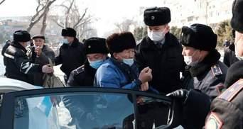 Масові протести в Казахстані: силовики жорстко затримали понад пів сотні людей