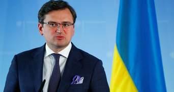 Кулеба відкликав з Польщі 2 дипломатів через підозру у корупції