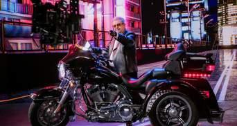 Шкіряна косуха та Harley-Davidson: Поплавський у новому кліпі здивував рокерським образом