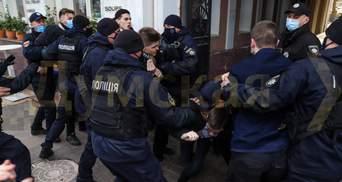 За патриархат: в Одессе радикалы пытались остановить марш женщин – фото, видео