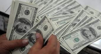 Нацбанк: Украинцы больше покупают валюту, чем продают