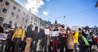 """""""Часікі не тікають"""": як у різних містах України минули марші за права жінок – яскраві фото"""