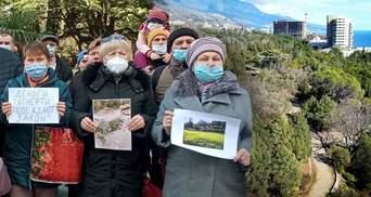 Вырубают экзотические деревья: крымчане просят Путина сохранить Форосский парк