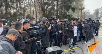 В Кыргызстане снова вспыхнули протесты: люди выступают против изменений в Конституции