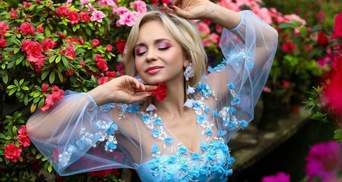 Лілія Ребрик захопила фотосесією серед квітів: знімок в ніжній блакитній сукні