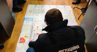 """""""Черный"""" рынок услуг: полиция разоблачила схему незаконной легализации иностранцев в Украине"""