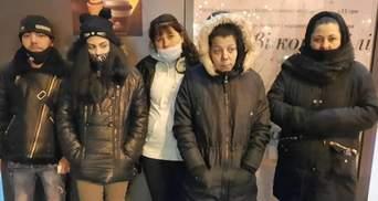 В Киеве ромы обокрали ветерана, но он их задержал: фото