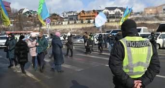 """На Прикарпатті підприємці заблокували курорт """"Буковель"""": фото протесту"""