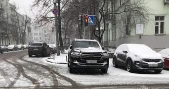 Паркуюсь як нардеп: Арахамія порушив ПДР під Офісом Президента – фото