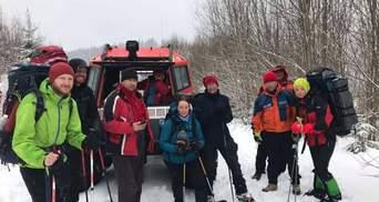 Карпатські рятувальники відшукали в горах групу туристів: фото
