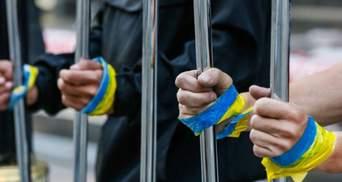 В оккупированном Крыму и на Донбассе удерживают почти 400 украинцев