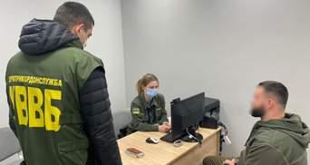Росіянин намагався підкупити прикордонницю за 2100 доларів