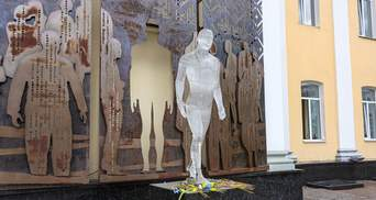 В Житомире мужчина разбил памятник Героям Небесной Сотни: его разыскивают