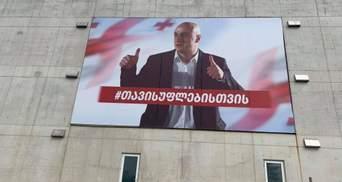 В Грузии обстреляли офис партии Саакашвили: целились в баннер с фото ее главы