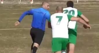Арбітр у Болгарії втікав від розлючених футболістів, які вирішили його побити: відео
