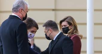 Олена Зеленська обрала пальто винного кольору для зустрічі з президентом Литви: фото