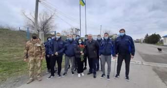 """Уже дома: моряки с затонувшего судна """"Волго Балт 179"""" вернулись в Украину"""