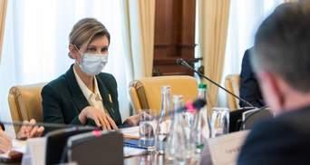 Олена Зеленська вразила бездоганним образом у смарагдовому жакеті: фото
