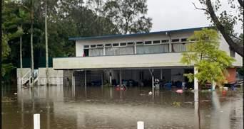 По пояс – в воде: Австралию накрыло мощное наводнение, – фото, видео