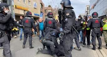 В Европе протесты против карантина переросли в столкновения: фото, видео