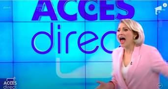 Обнаженная женщина набросилась на ведущую в прямом эфире: шокирующее видео