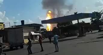 Масштабний вибух на нафтозаводі у Венесуелі: влада назвала це терактом – відео
