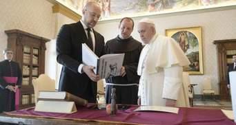 Встреча в Ватикане: Папа Римский и премьер Шмыгаль поговорили и обменялись подарками
