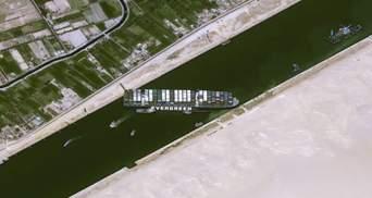 У формі геніталій: користувачі помітили дивну схему руху судна, яке заблокувало Суецький канал