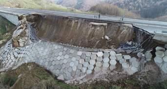 У Туреччині стався 85-метровий обвал: видовищні фото