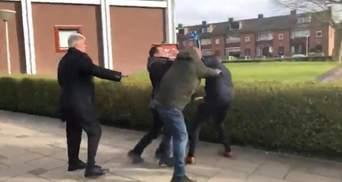 У Нідерландах парафіяни церков, які порушили карантин, напали на журналістів: відео