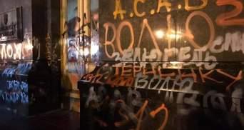 Свобода протестов весит больше, чем двери: почему депутаты не могут осудить акцию под ОП