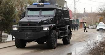 Під Москвою чоловік забарикадувався і 9 годин відбивався від поліції