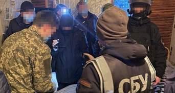 Мільйони через поштовий сервіс: як 2 засуджених крали для російського криміналітету гроші