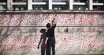 145 тысяч сердец в память о жертвах COVID-19: в Лондоне создали уникальную стену – фото