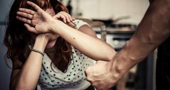 Тиранія у стосунках: які небезпечні методи впливу використовує партнер