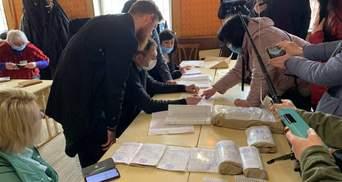 На Прикарпатті визнали недійсними вибори вже на третій дільниці, де програв Вірастюк