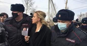 У Росії затримали лікарку, яка приїхала до Навального в колонію
