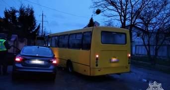 Сів за кермо під метадоном: у Львові водій маршрутки затримав неадекватного чоловіка – фото