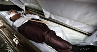 В Мексике кандидат в депутаты устроил собственные похороны для предвыборной кампании