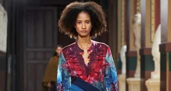 Принт tie-dye в колекціях весна – літо 2021: на які елементи гардеробу варто звернути увагу