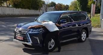 У Усика эвакуировали машину в Киеве за неправильную парковку