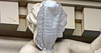 Реставрация по-одесски: вместо каркаса скульптуры пластиковая бутылка – фото