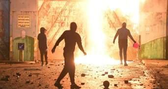 В Северной Ирландии полиция применила водометы против участников уличных беспорядков